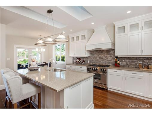 Photo 4: 2071 Hedgestone Lane in VICTORIA: La Bear Mountain Residential for sale (Langford)  : MLS® # 339240