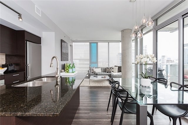 Main Photo: 375 King St W Unit #3307 in Toronto: Waterfront Communities C1 Condo for sale (Toronto C01)  : MLS(r) # C3695020