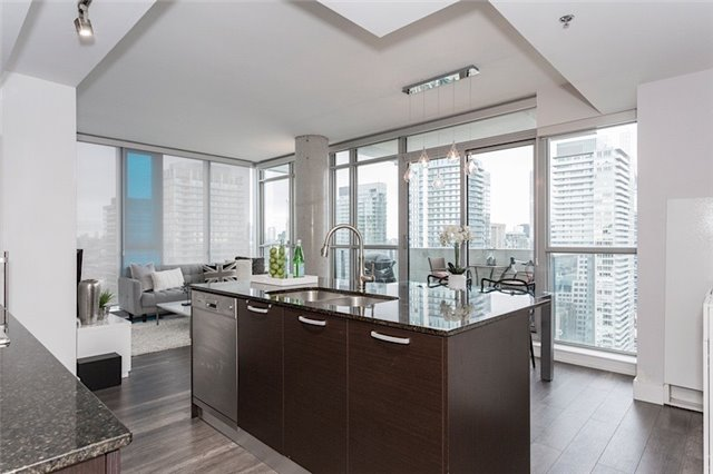 Photo 2: 375 King St W Unit #3307 in Toronto: Waterfront Communities C1 Condo for sale (Toronto C01)  : MLS(r) # C3695020