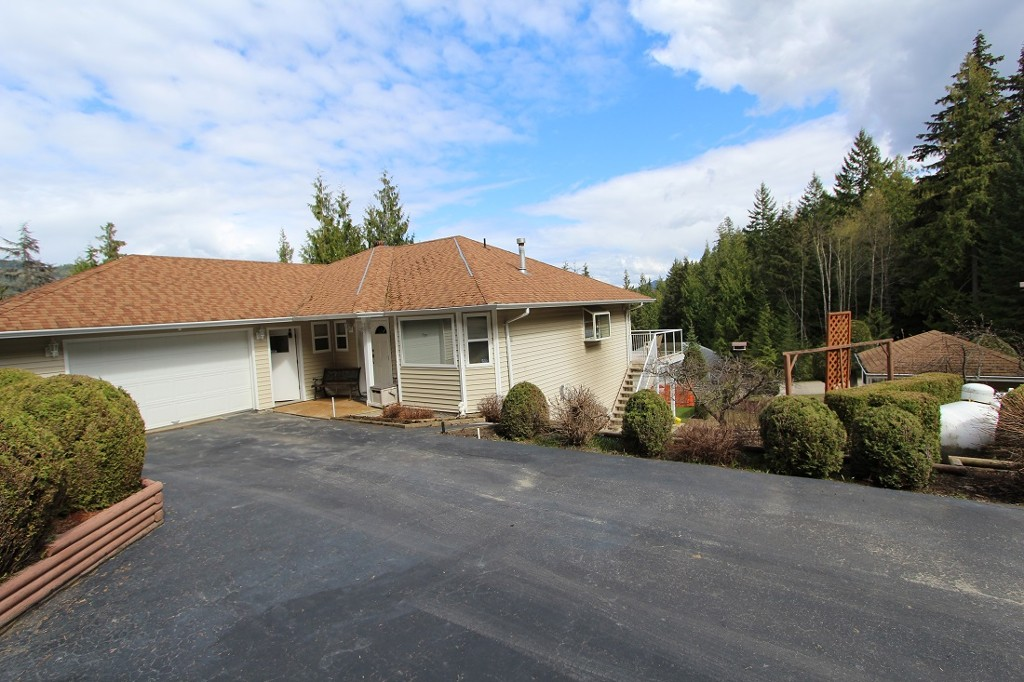 Main Photo: 48 4498 Squilax Anglemont Road in Scotch Creek: North Shuswap House for sale (Shuswap)  : MLS® # 1013308