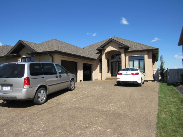 Main Photo: 45 Kingsmoor Close in St. Albert: House for rent