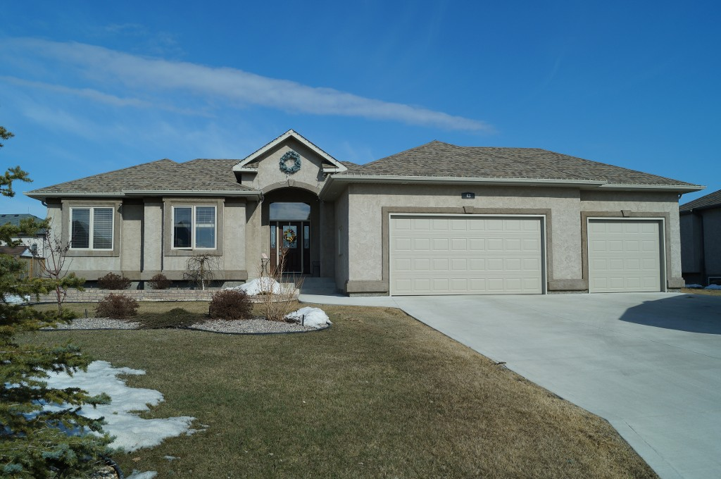 Main Photo: 43 Sage Place in Oakbank: Single Family Detached for sale : MLS® # 1407611