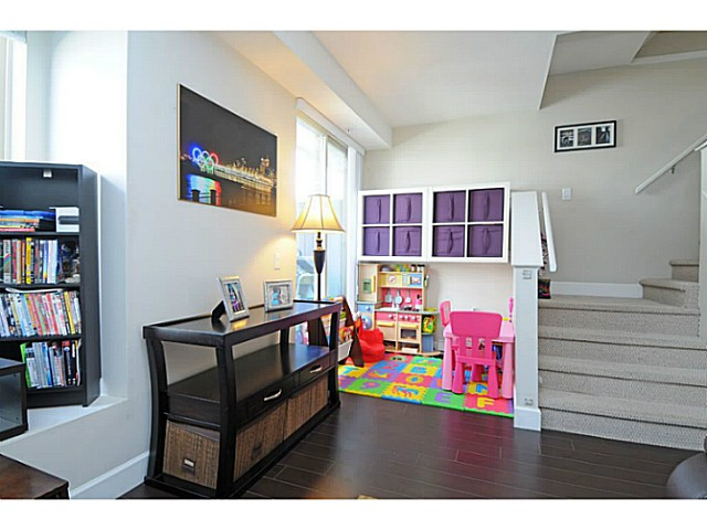 Photo 5: 231 2108 Rowland Street in Port Coquitlam: Central Pt Coquitlam Townhouse for sale (Port Moody)  : MLS® # V1092687