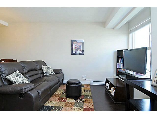 Photo 3: 231 2108 Rowland Street in Port Coquitlam: Central Pt Coquitlam Townhouse for sale (Port Moody)  : MLS® # V1092687