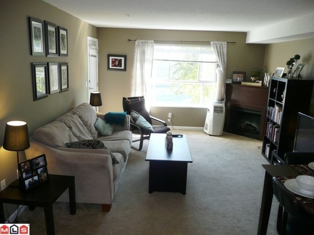 Photo 3: 212 5465 203 STREET in Langley: Langley City Condo for sale : MLS® # R2108169