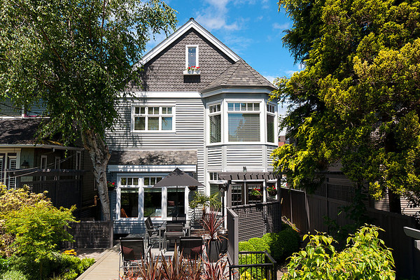 Main Photo: 3535 W 5TH Avenue in Vancouver: Kitsilano House 1/2 Duplex for sale (Vancouver West)  : MLS® # V968929