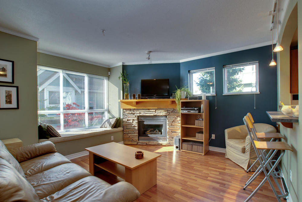 Photo 2: 7335 Magnolia Te in Burnaby: Home for sale : MLS(r) # V916610