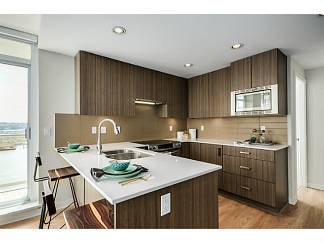 Photo 2: 504 125 Columbia Street in New Westminster: Downtown NW Condo for sale : MLS(r) # V1125180