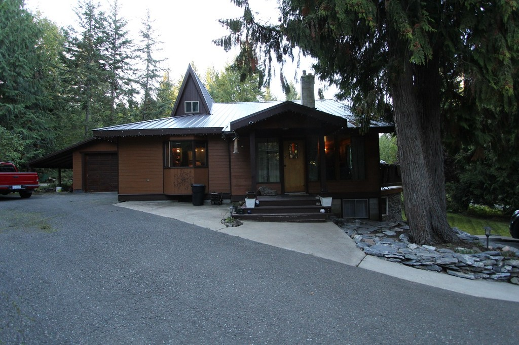 Main Photo: 2488 Forest Drive in Blind Bay: House for sale : MLS® # 10124492