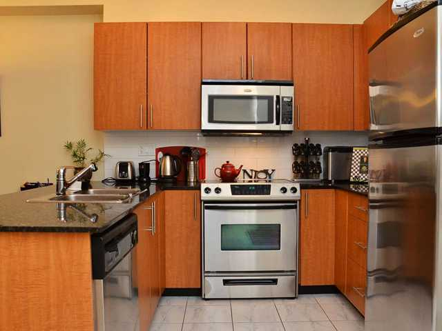 "Photo 3: 305 2488 KELLY Avenue in Port Coquitlam: Central Pt Coquitlam Condo for sale in ""SYMPHONY"" : MLS(r) # V942138"