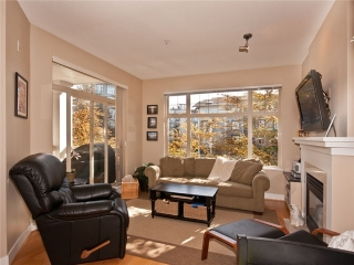 "Main Photo: 320 2083 W 33RD Avenue in Vancouver: Quilchena Condo for sale in ""DEVONSHIRE HOUSE"" (Vancouver West)  : MLS(r) # V1002564"