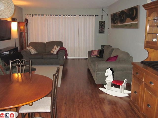Photo 4: 11846 84th Ave in N. Delta: House Duplex for sale : MLS® # F100140