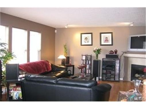Photo 4: 19 2711 Jacklin Road in VICTORIA: La Langford Proper Townhouse for sale (Langford)  : MLS(r) # 228934