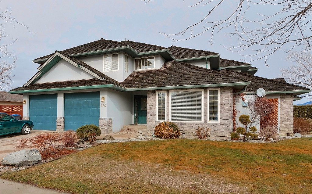 Main Photo: 420 Wallace Road in Kelowna: Rutland North Multi-family for sale : MLS® # 10111684