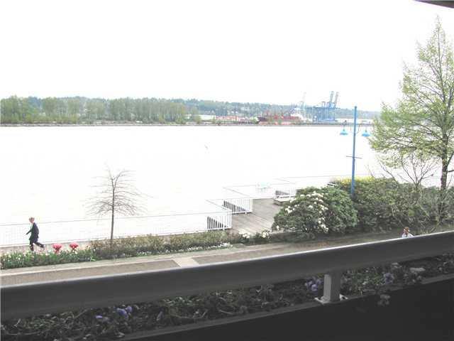 "Main Photo: 204 3 K DE K Court in New Westminster: Quay Condo for sale in ""QUAYSIDE TERRACE"" : MLS® # V945400"