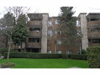 "Main Photo: 301 10626 151A Street in Surrey: Guildford Condo for sale in ""LINCOLN HILL"" (North Surrey)  : MLS(r) # F1308328"