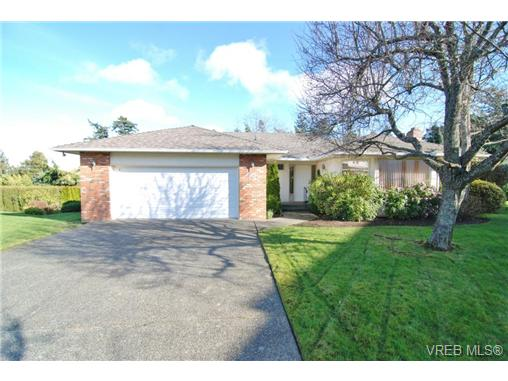 Main Photo: 3927 Staten Place in VICTORIA: SE Arbutus Residential for sale (Saanich East)  : MLS® # 333403