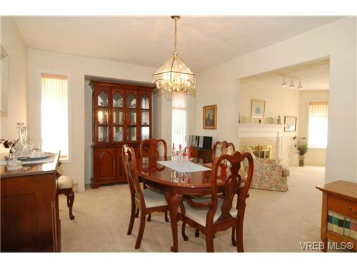 Photo 7: 3927 Staten Place in VICTORIA: SE Arbutus Residential for sale (Saanich East)  : MLS® # 333403