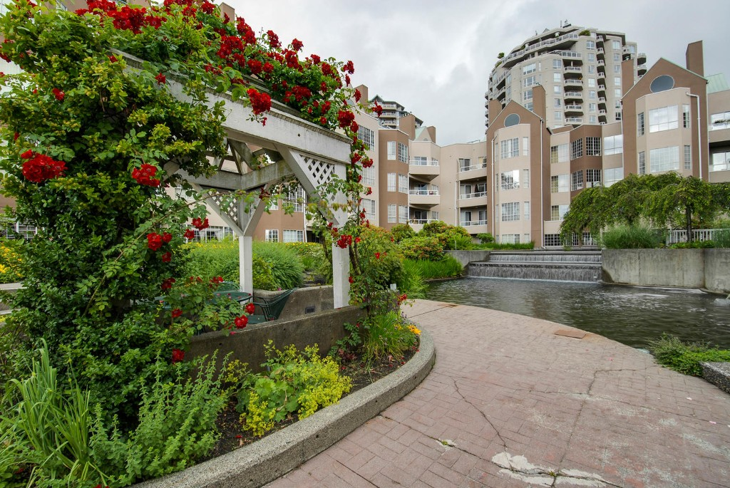 Main Photo: # 409 1150 QUAYSIDE DR in New Westminster: Quay Condo for sale : MLS® # V1109287