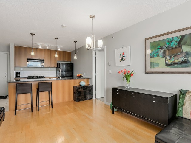 Photo 4: 1705 7108 Collier St in Burnaby: Highgate Condo for sale (Burnaby South)  : MLS® # V1115010