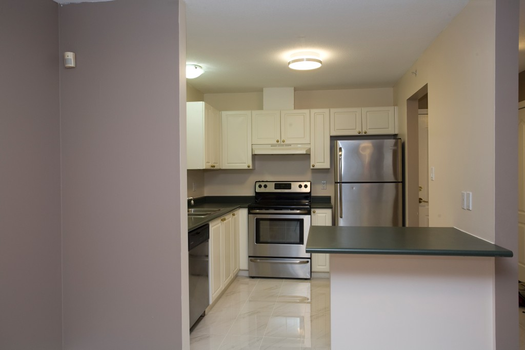 Photo 5: 202 2551 Parkview Lane in Port Coquitlam: Central Pt Coquitlam Condo for sale : MLS® # R2034113