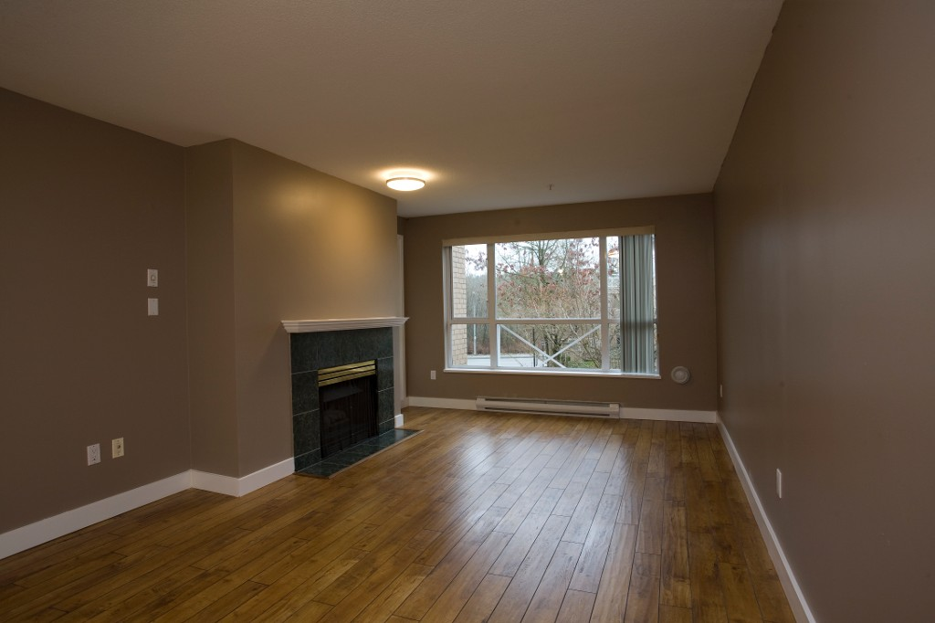 Photo 4: 202 2551 Parkview Lane in Port Coquitlam: Central Pt Coquitlam Condo for sale : MLS® # R2034113