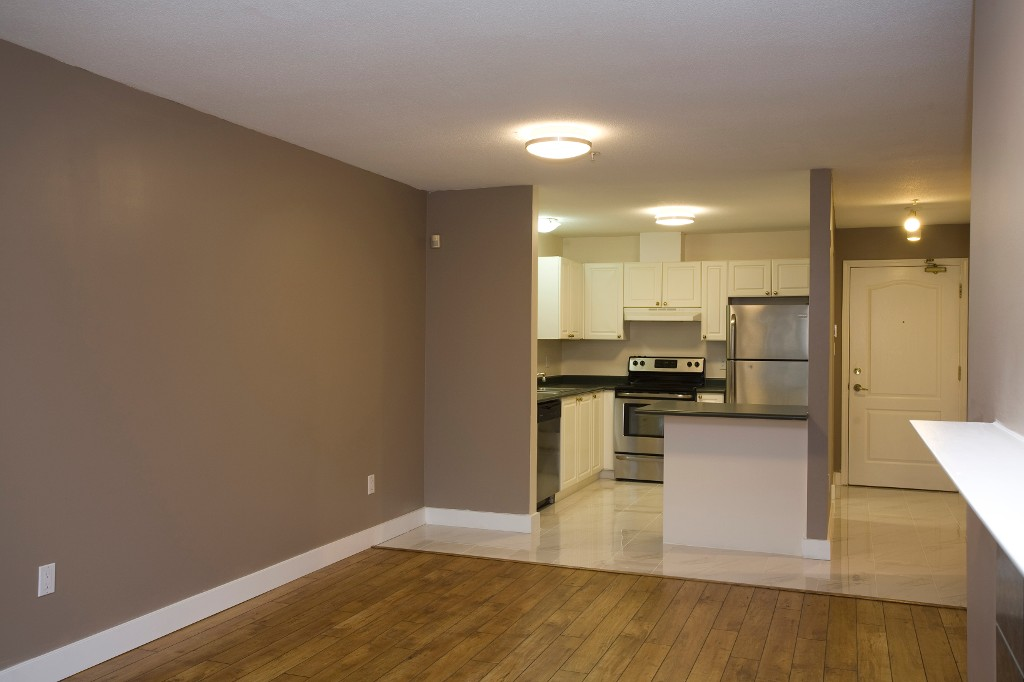 Photo 8: 202 2551 Parkview Lane in Port Coquitlam: Central Pt Coquitlam Condo for sale : MLS® # R2034113