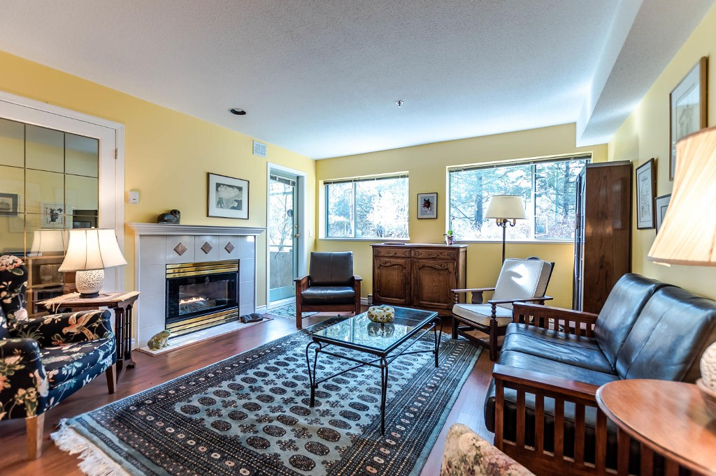 Photo 2: 104 6737 STATION HILL COURT in Burnaby: South Slope Condo for sale (Burnaby South)  : MLS(r) # R2139889