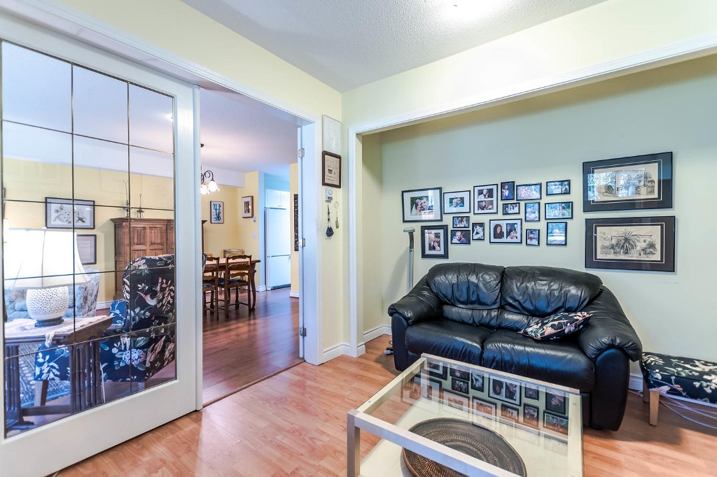 Photo 3: 104 6737 STATION HILL COURT in Burnaby: South Slope Condo for sale (Burnaby South)  : MLS(r) # R2139889