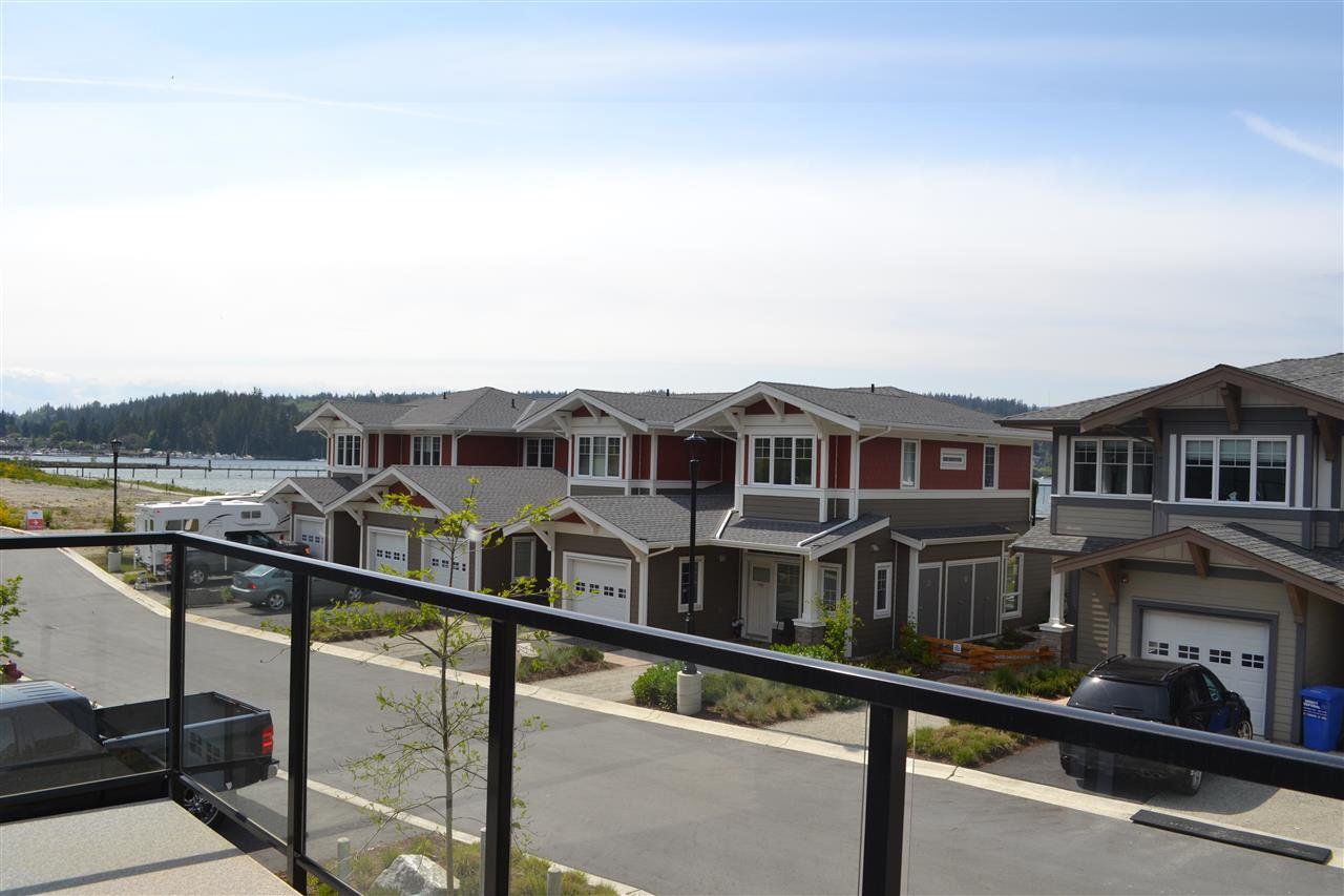 Main Photo: 5990 BEACHGATE LANE in Sechelt: Sechelt District Townhouse for sale (Sunshine Coast)  : MLS® # R2063345