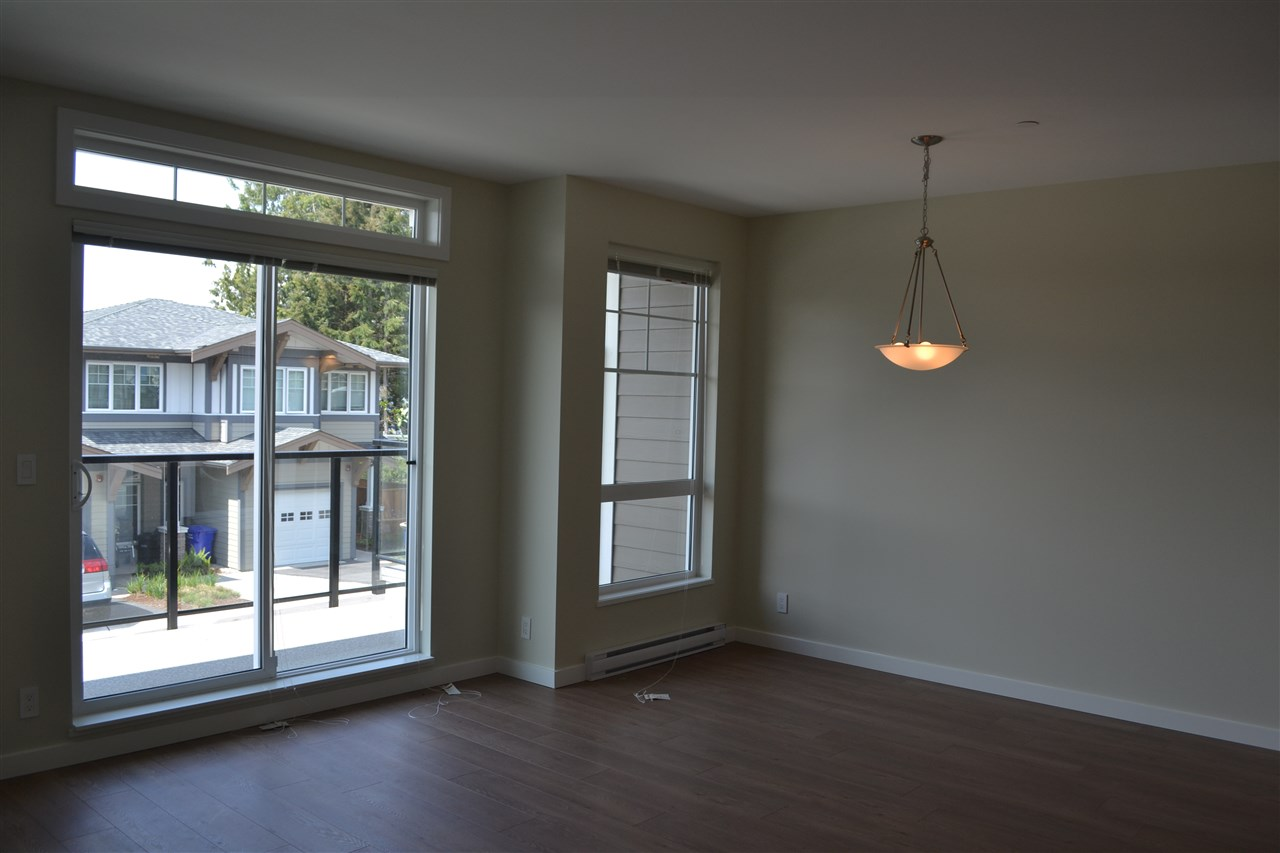 Photo 3: 5990 BEACHGATE LANE in Sechelt: Sechelt District Townhouse for sale (Sunshine Coast)  : MLS® # R2063345