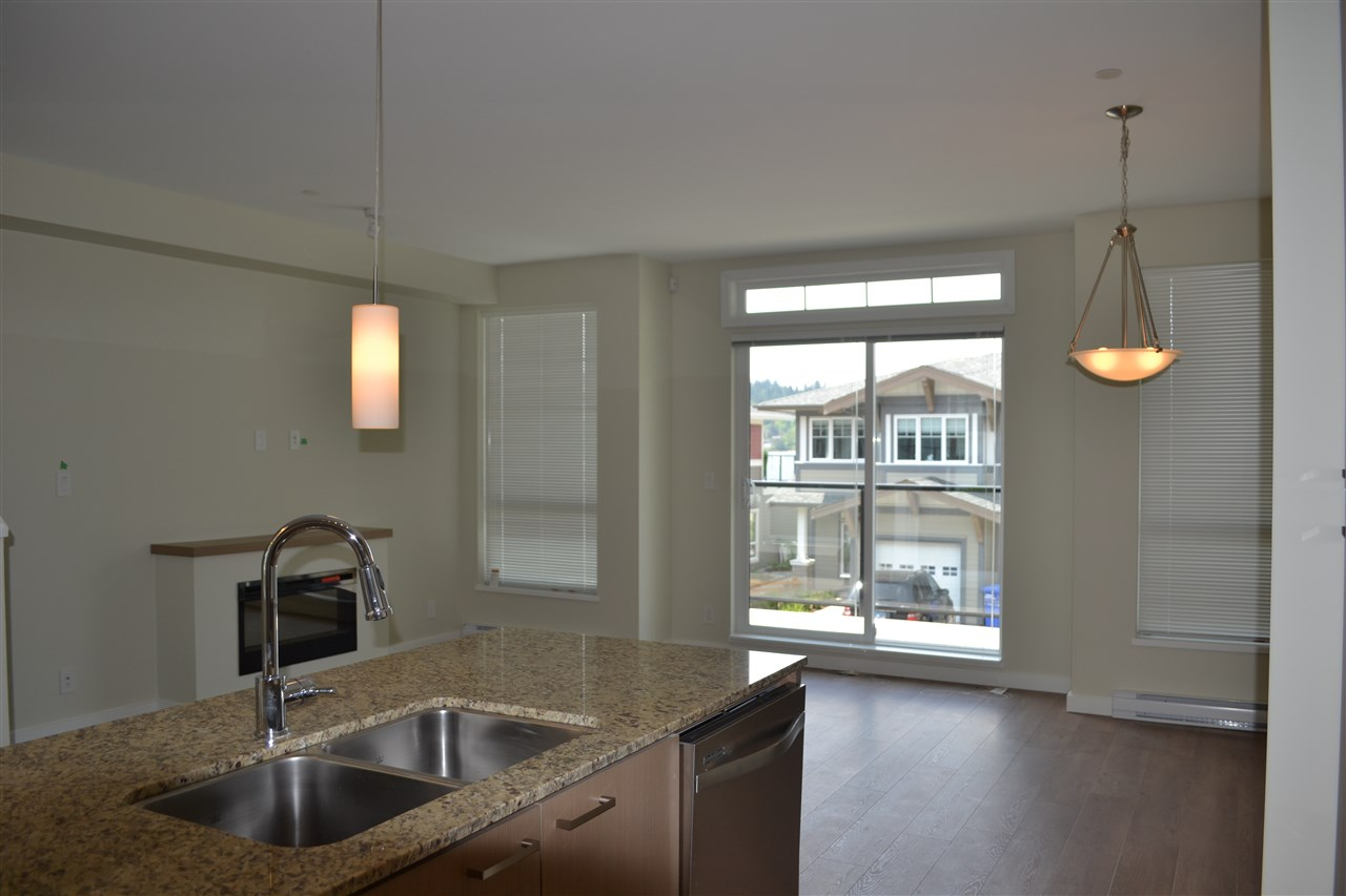 Photo 4: 5990 BEACHGATE LANE in Sechelt: Sechelt District Townhouse for sale (Sunshine Coast)  : MLS® # R2063345