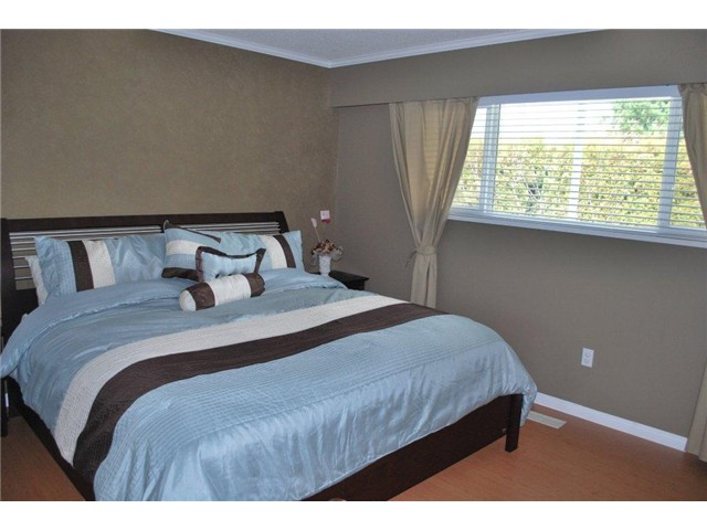 Photo 3: 1026 RIDLEY Drive in Burnaby: Sperling-Duthie House Duplex for sale (Burnaby North)  : MLS® # V938818