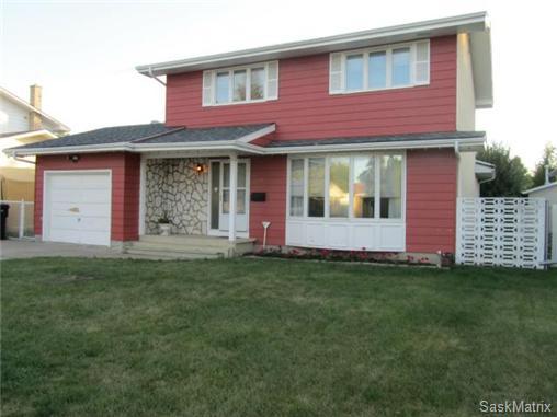 Main Photo: 321 Anderson Crescent in Saskatoon: West College Park Single Family Dwelling for sale (Saskatoon Area 01)  : MLS(r) # 472645