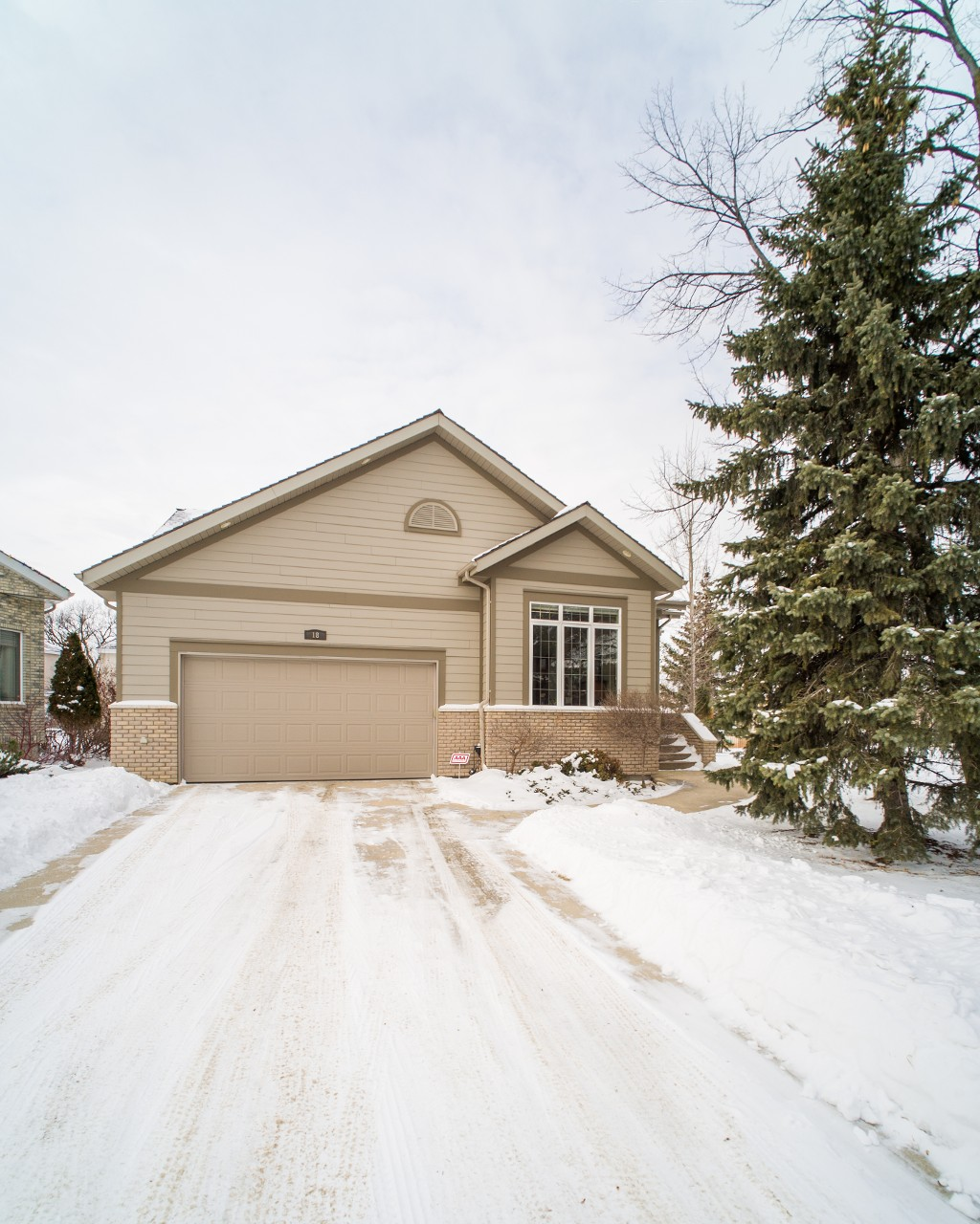 Main Photo: 18 Lacroix Bay in : Charleswood Single Family Detached for sale (South Winnipeg)