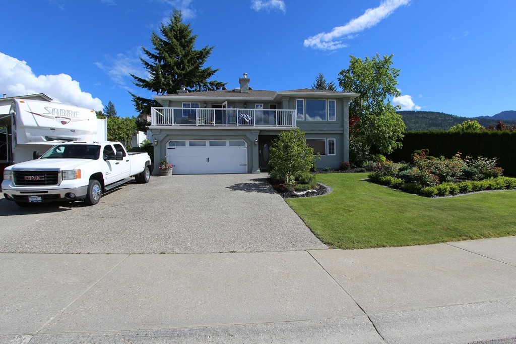 Main Photo: 120 SE 17th SE Street: Salmon Arm House for sale (Shuswap)  : MLS® # 10117412