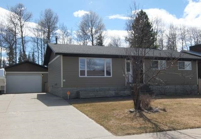 Main Photo: 23 Chickadee Drive in Whitecourt: House for sale : MLS(r) # 42618