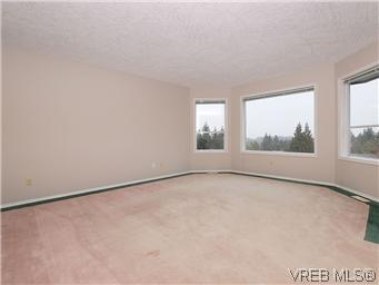 Photo 4: 3334 Haida Drive in VICTORIA: Co Triangle Single Family Detached for sale (Colwood)  : MLS® # 304122