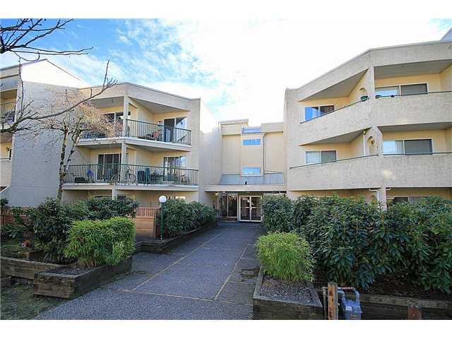 Main Photo: 306 1050 HOWIE Avenue in COQUITLAM: Central Coquitlam Condo for sale (Coquitlam)  : MLS® # V1040493