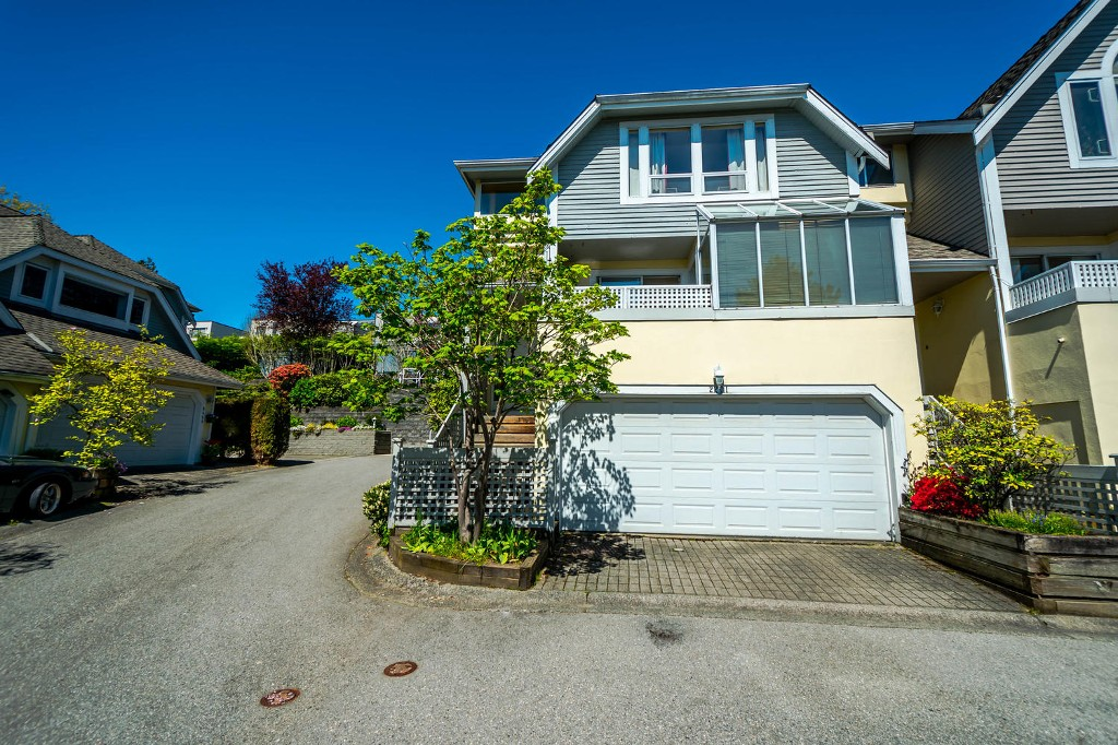 Photo 2: 2201 PORTSIDE COURT in Vancouver: Fraserview VE Townhouse for sale (Vancouver East)  : MLS® # R2163820