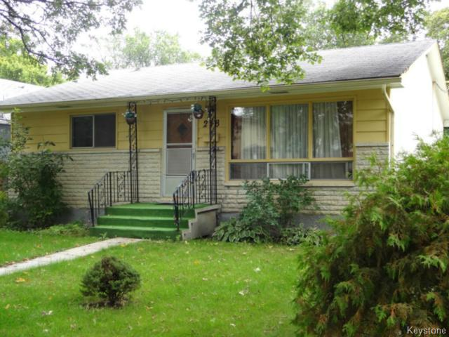 Main Photo: 218 Lanark Street in WINNIPEG: River Heights / Tuxedo / Linden Woods Residential for sale (South Winnipeg)  : MLS® # 1422427