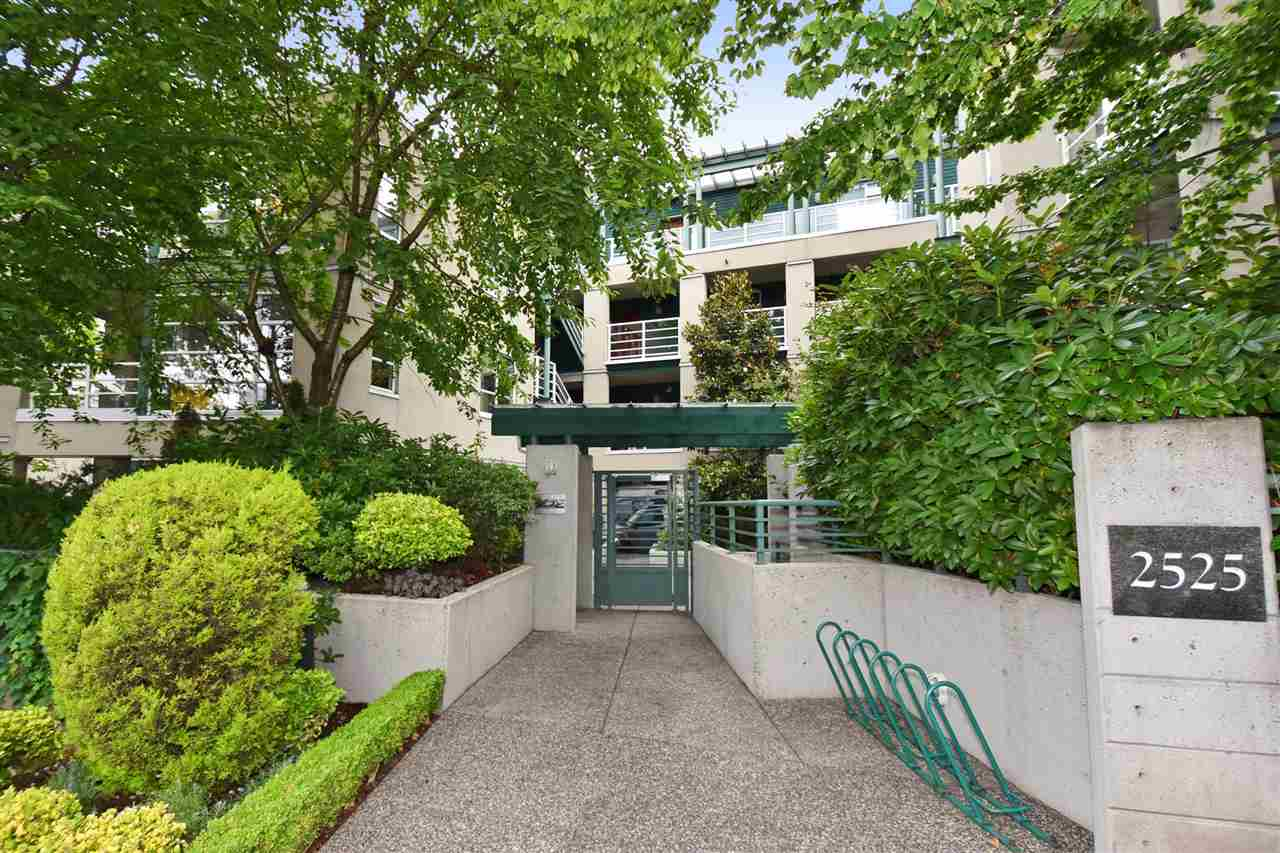 Main Photo: 103 2525 W 4TH AVENUE in Vancouver: Kitsilano Condo for sale (Vancouver West)  : MLS® # R2090167