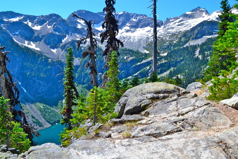 View of Rainy Lake from the Maple Pass loop trail