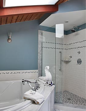 Suite w/ double whirlpool tub and spa shower, Newport RI