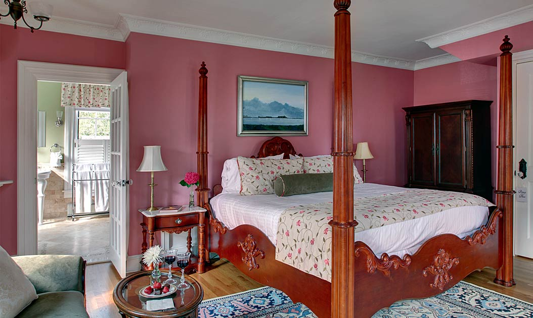 Newport RI Bed and Breakfast Deals - Strawberries and Wine
