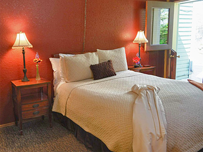 San Juan Island Inn luxury lodging in Friday Harbor bedroom