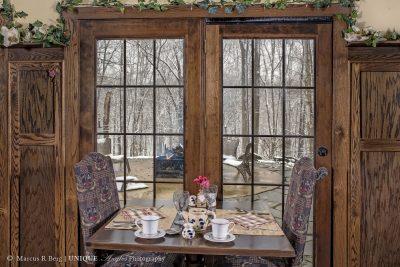 breakfast-table-01logo