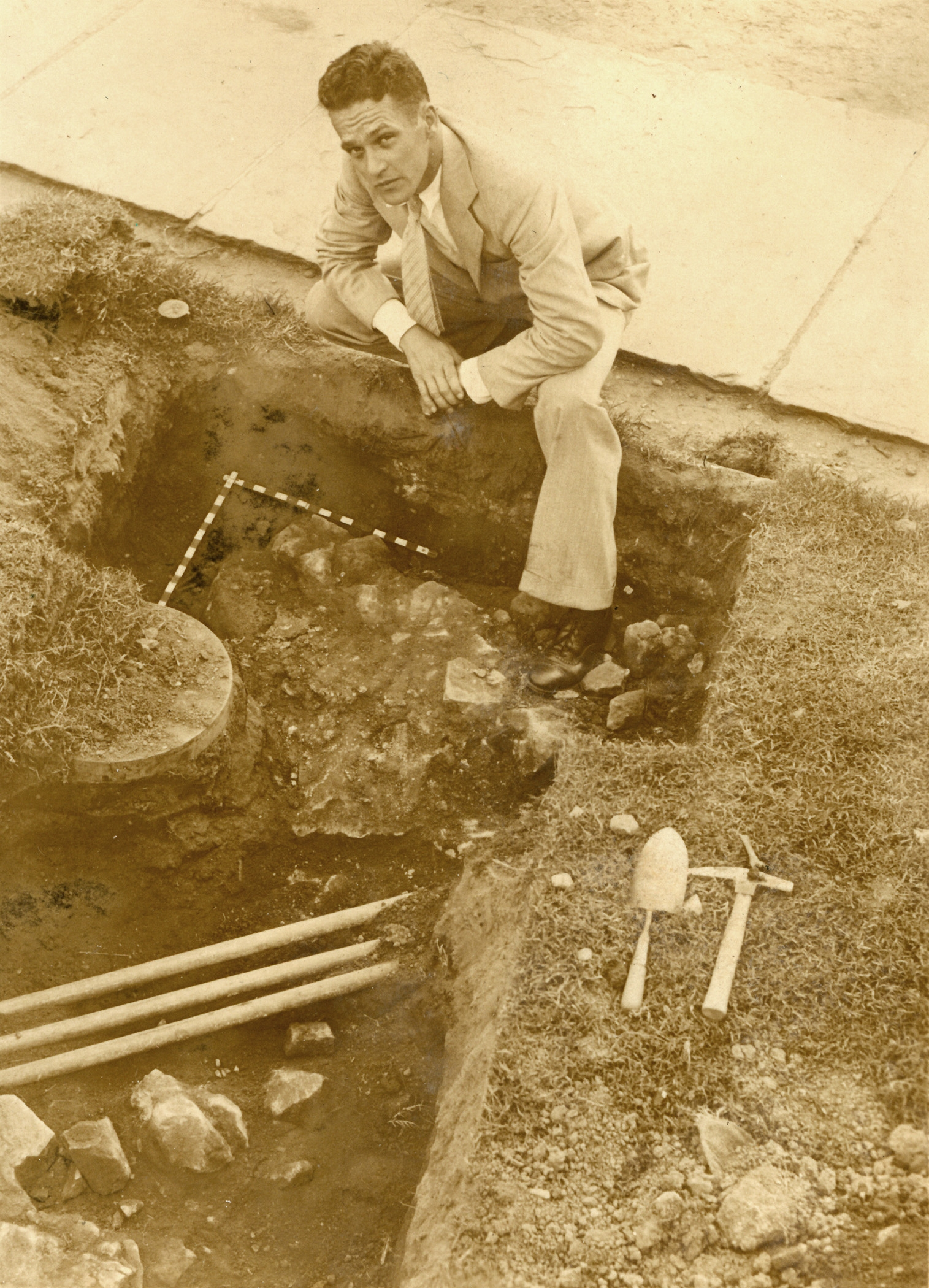 Charles Cecil Wall at an archeological site at Mount Vernon, 1931. Image courtesy of the Mount Vernon Ladies' Association.