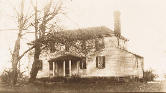1919 photo of Martha Washington's childhood home, Chestnut Grove. It continued to serve as a residence for 200 years in its original state until it burned down in November 1926 (Wikimedia)