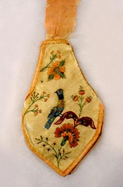 Needle case and pin cushion made at Valley Forge (Mount Vernon Ladies' Association)